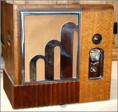 With The Collectors Majestic Art Deco Radios